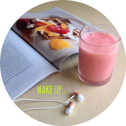 wake up... berry smoothie