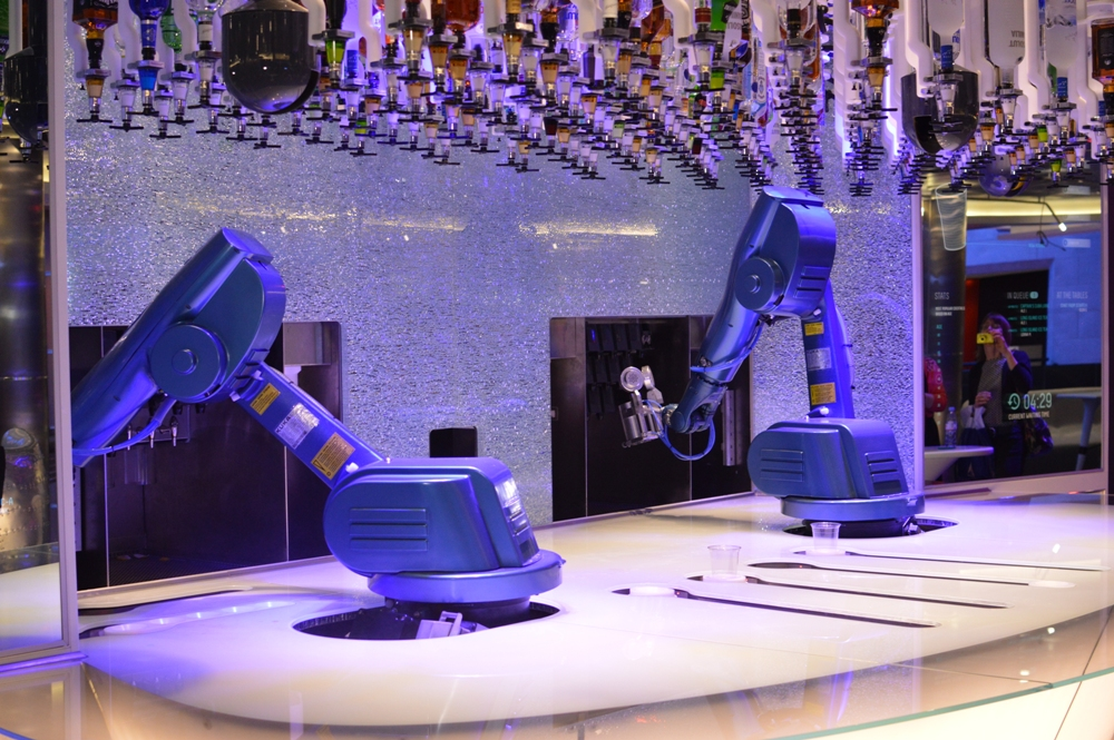 Royal Caribbean Quantum of the Seas Pre-Inaugural Voyage Bionic Bar Robot Bartender 002