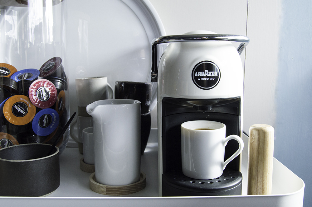 review lavazza a modo mio jolie a quiet and compact coffee machine. Black Bedroom Furniture Sets. Home Design Ideas